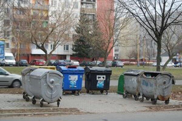 Separovanie. V meste sa vyseparuje len nepatrné množstvo. Približne 9 percent odpadu.