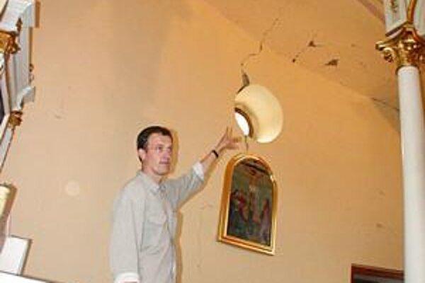 Pohnutý rok 2003. Vtedy takto dopadol kostol v Jasenove.