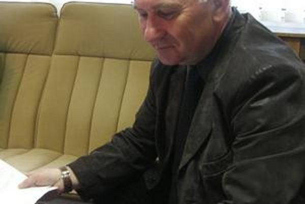 Primátor Štefan Milovčík. Naposledy ostal visieť pred Hažínom, keď sa ponáhľal na služobnú cestu. Pokazilo sa mu auto.