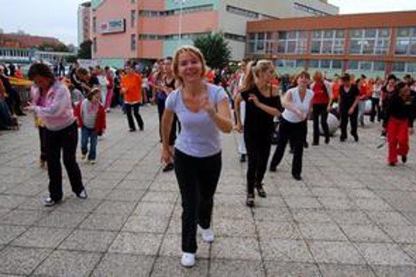 Katka by nemenila. Katku Gibovú zumba dostala. Cvičenie pred publikom nevadilo jej ani ostatným ženám.