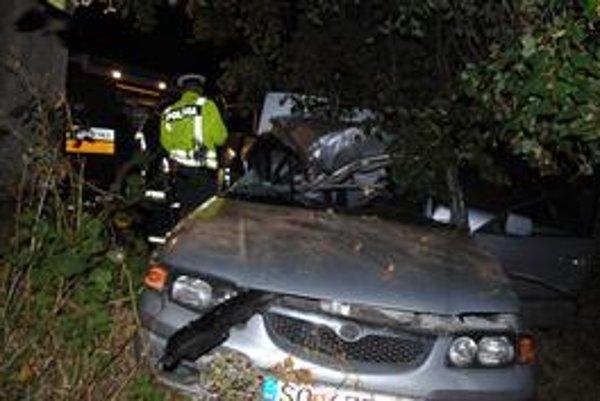 Miesto nehody. V aute sa zranilo sedem ľudí. Traja sú vo vážnom stave v nemocniciach.