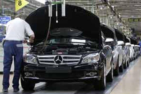 Daimler si pri predaji svojich výrobkov pomáhal aj úplatkami.