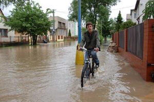 Štvrť Juh. Koncom mája ju zaplavila voda z polí. Obyvatelia dali trestné oznámenie na prokuratúru.