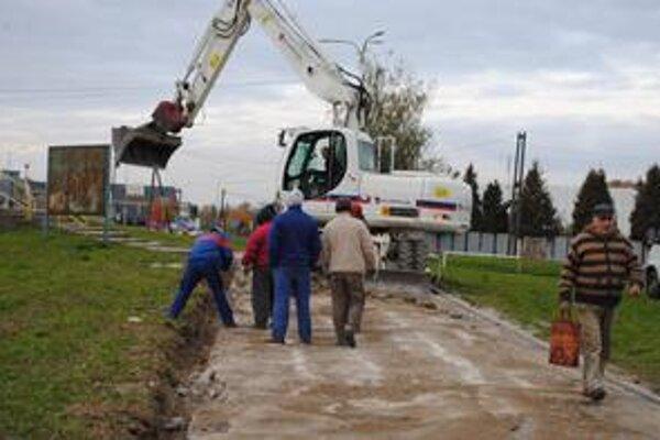 Chodníky. Mesto sa kvôli rekonštrukcii zadlžilo. Súkromnej firme bude musieť splatiť po voľbách 2,3 milióna eur.