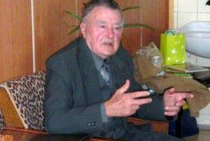 Pookrial. Senior Jozef Balog noše spomienok otvoril naplno. Uprostred juniorov omladol a pookrial.