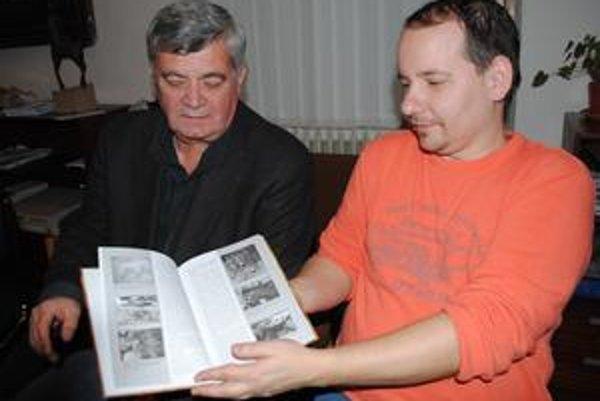 Autori publikácie. Zostavovateľ Vladimír Sekela (vľavo) a historik Martin Molnár.