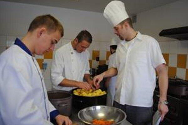 Varenie. Michalovskí študenti spoznávali nové kuchárske trendy.