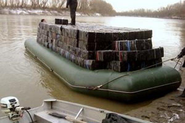 Doposiaľ najväčší kontraband cigariet na ukrajinskej hranici, približne 13-tisíc kartónov.