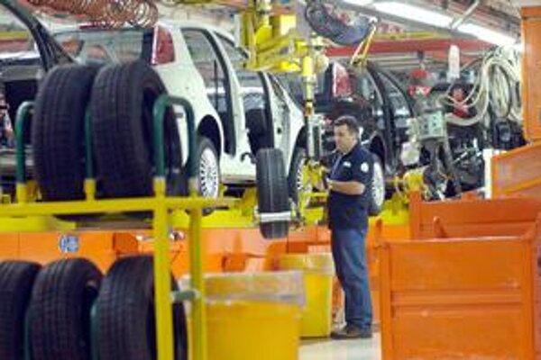 Rušenie pracovných miest by malo zasiahnuť štyri závody talianskej automobilky Fiat.
