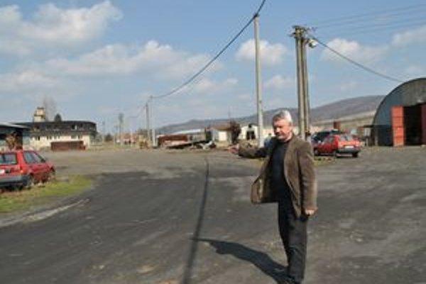 Starosta Sklenčár. Vraví, že Hudákovci si musia vybaviť vstup so susedmi cez oficiálnu bránu.
