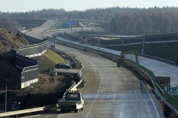 Ministerstvo dopravy tvrdí, že autorom analýzy troch diaľničných balíkov zaplatilo dokopy 66tisíc eur.