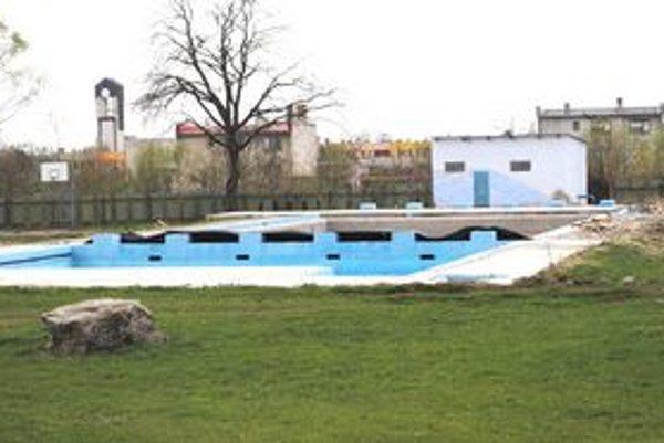 Bazén v Sobranciach je nefunkčný. Dotáciu 105-tisíc eur z Envirofondu preveruje ministerstvo.