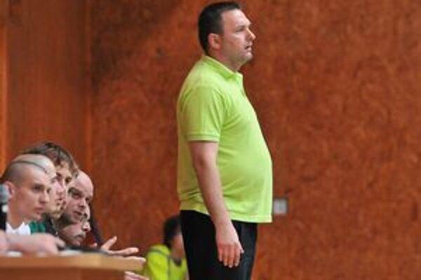 Tréner hádzanárov winLandu Pavol Jano. Jeho zverenci sa v prvom kole extraligy predstavia na palubovke Považskej Bystrice.