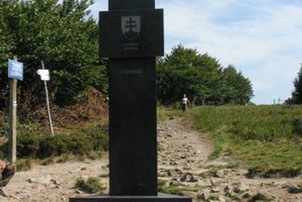 Trojhraničný bod tesne pod vrcholom Kremenca.