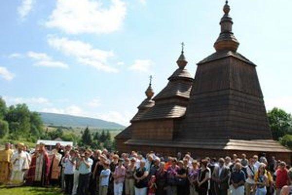 Drevený kostolík. Je najmladším dreveným kostolíkom na Slovensku a presnou kópiou chrámu, ktorý stál v Habure pred 250 rokmi.