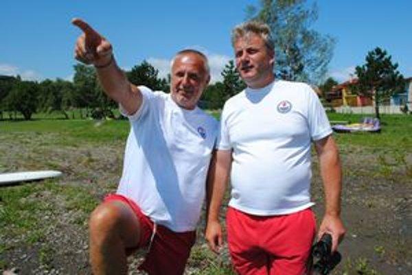 Vodní záchranári. Miloslav Murajda a Pavol Skyba.