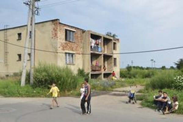 O strechu nad hlavou malo prísť niekoľko rodín obývajúcich dve bytovky na Družstevnej ulici v Trebišove.