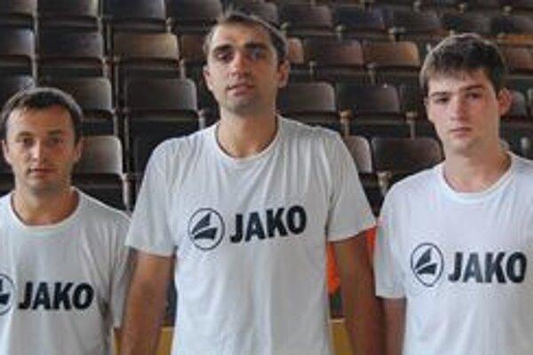 Tri nové ukrajinské posily HC winLand Michalovce. Zľava Oleksandr Tybulevych, Yevgen Svyrydovych a Gennadyi Kucher.