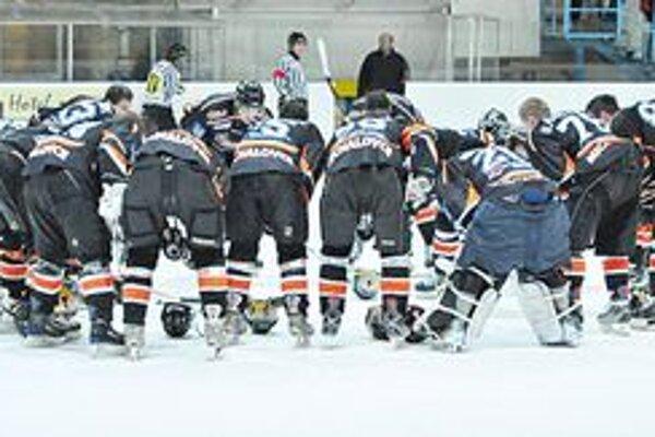Hokejisti michalovskej Dukly hrajú už dnes. Prvý prípravný duel odohrajú na ľade ambiciózneho poľského klubu KH Ciarko Sanok.
