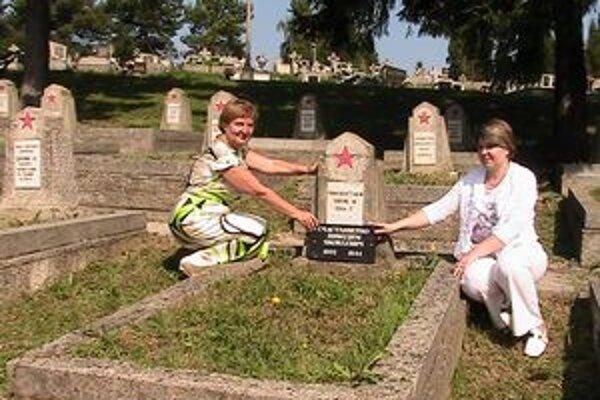 Vnučky našli hrob svojho deda po 65 rokoch.