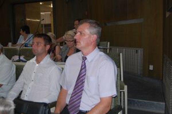 Nový náčelník. Marián Zub (vpravo) nastupuje od 1. októbra. Vladimír Kocián (vľavo) ostáva zástupcom.