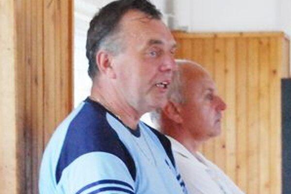 Sečovský tréner Vít Teleky. Jeho tím je zatiaľ bez straty bodu.