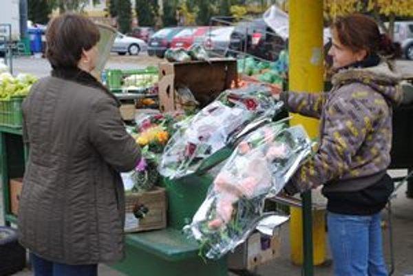 Trhovisko. Ceny najmenších vencov sa začínajú v Zemplíne od 1,70 eura. Väčšie sú za desať eur.