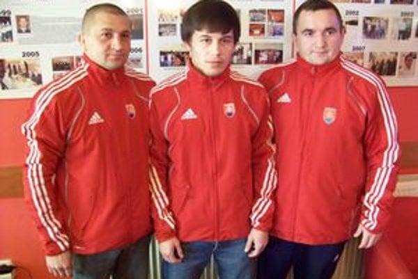Sninské trio. (zľava) Jaroslav Zaremba (prezident klubu), Mykola Bolotnyuk a Erik Cap (tréner).