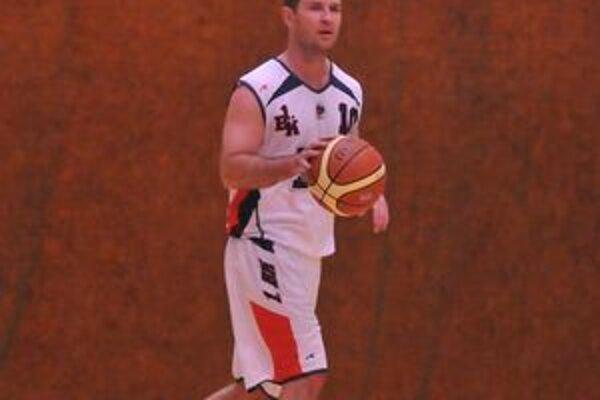 Hrajúci tréner 1. BK Michalovce Roman Rakovský v Kežmarku zaznamenal 23 bodov.