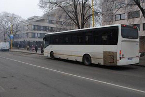 Trebišov a autobusy. Centrom mesta prejde denne takmer 200 autobusov. Trebišovčania by uvítali odklonenie dopravy.