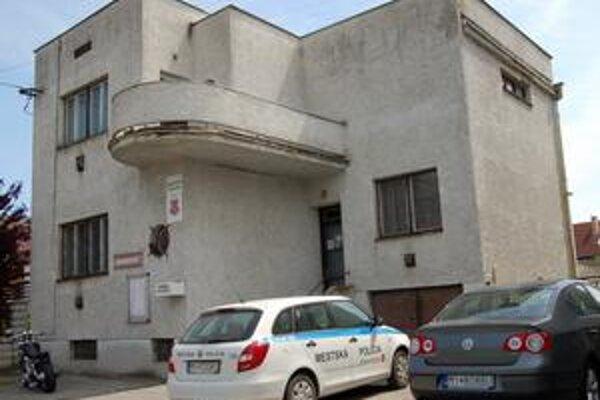 Budovu vydražia. Mesto Veľké Kapušany prvýkrát skúsi svoj majetok dražiť.