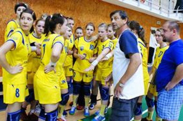 Získali striebro. Michalovčanky pod vedením trénerov Š. Rapača a R. Jacka obsadili druhé miesto.