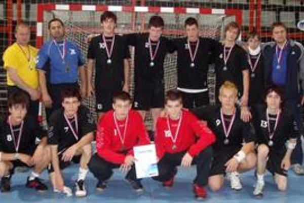 Strieborní medailisti. Mladší dorastenci Trebišova obsadili na majstrovstvách Slovenska druhé miesto aj vďaka štyrom čerstvým reprezentantom.