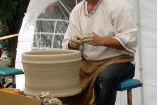 Peter Kočik. Pokúsil sa o vytvorenie maxiformy na pečenie.