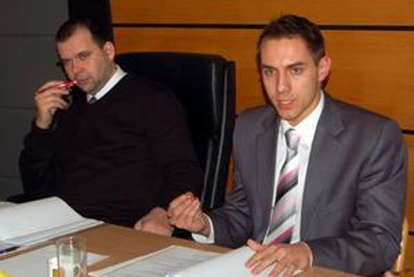Prednosta sa obhajoval. Prednosta Juraj Gyimesi tvrdí, že na vydanie zákazu mal právo.