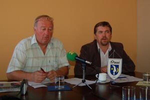 Organizátori Jozef Pado a starosta Jozef Kráľ (vpravo).