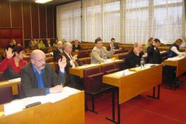 Poslanci boli za. So zlúčením mestskej nemocnice s Vranovskou nemocnicou súhlasilo osem prítomných poslancov. Piati poslanci na rokovaní neboli.