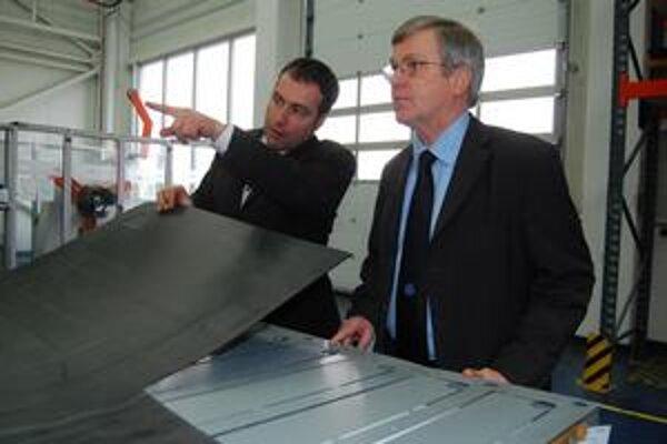 Veľvyslanec. Axel Hartmann (vpravo) chce výhrady a návrhy nemeckých zamestnávateľov adresovať vláde.