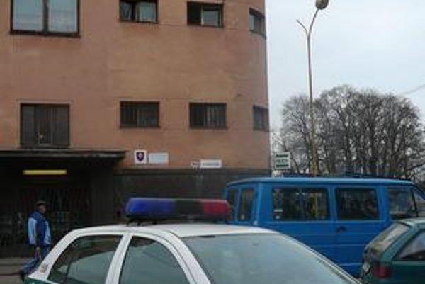 Policajná stanica. Obvinený bol kedysi významným policajným funkcionárom v Michalovciach.