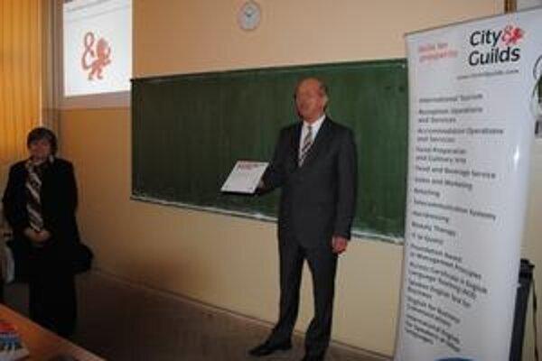 Gymnázium P. Horova. Centrum pre medzinárodné skúšky z anglického jazyka je od pondelka aj v Michalovciach.