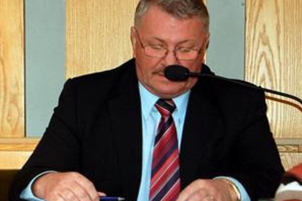 Vytočený poslanec. Ján Grega (SNS) sa ohradil, prečo manažment dáva poslancom čiastkové informácie o záujme o športoviská.