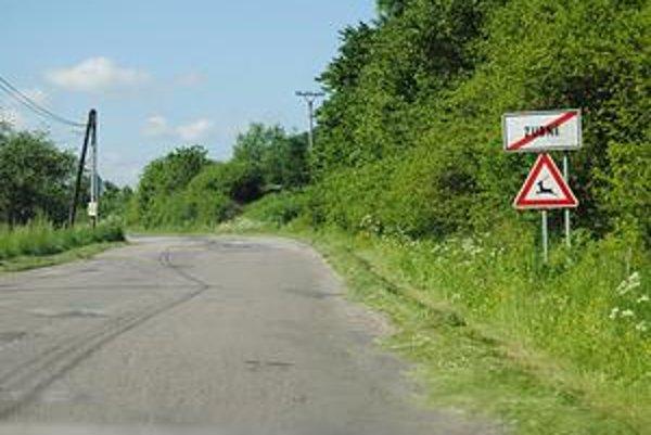 Rozbehnú práce na I. etape. Stavbári začnú ako prvé opravovať úseky ciest v Humenskom okrese. Začnú úsekom Nižná Jablonka - Papín a potom príde na rad tento úsek do Papína.
