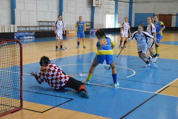Dve víťazstvá na úvod. V domácom prostredí spišskonovoveského Kométa rázne vykročila do novej florbalovej sezóny 2015/2016.