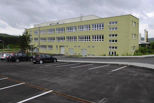 Administratívna budova a parkovisko v priemyselnom parku Levoča.