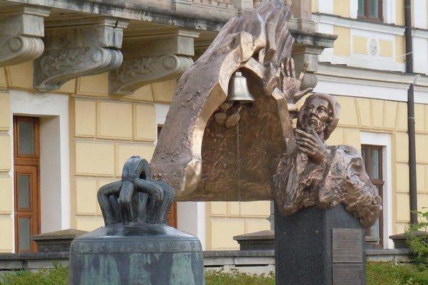 Pocta Majstrovi Konrádovi. Umiestnená na námestí Spišskej Novej Vsi.
