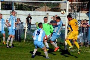 Zahodené šance. Zmnožstva gólových šancí Smižianci ani jednu proti Helcmanovciam nedokázali využiť.
