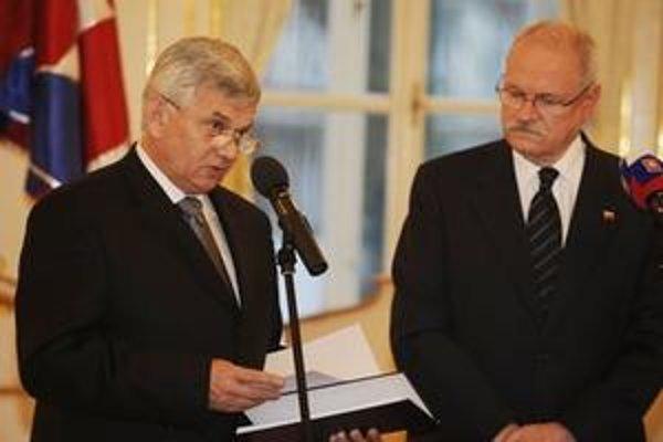 Minister hospodárstva v Prezidentskom paláci oznámil, že Slovensko kúpilo 49-percentný balík Transpetrolu.