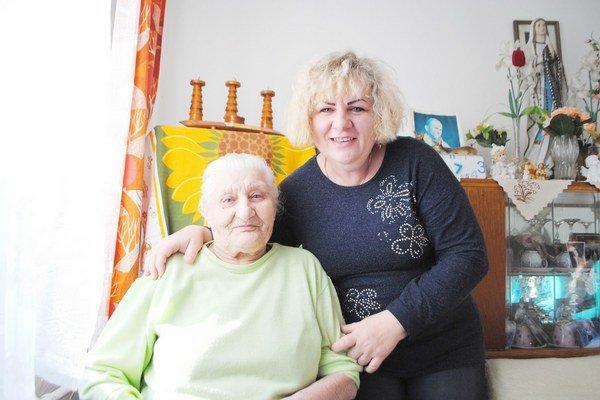 Mária Čeremugová. Najstaršia Levočanka s vnučkou Gabrielou.