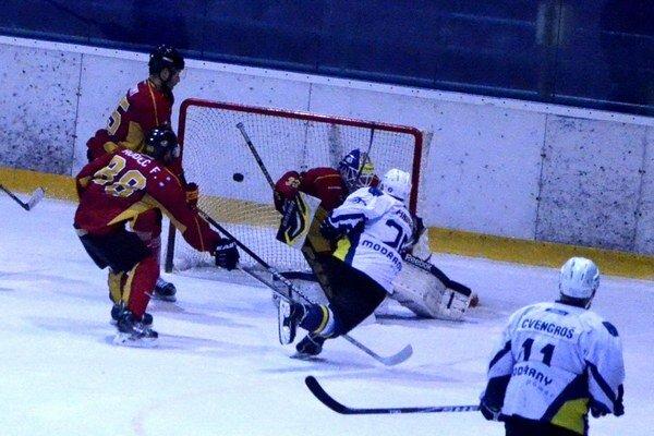 Tri zápasy vonku. Po streleckých hodoch s Topoľčanmi (9:4) čaká na Spišiakov séria troch majstrákov na súperovom ľade.