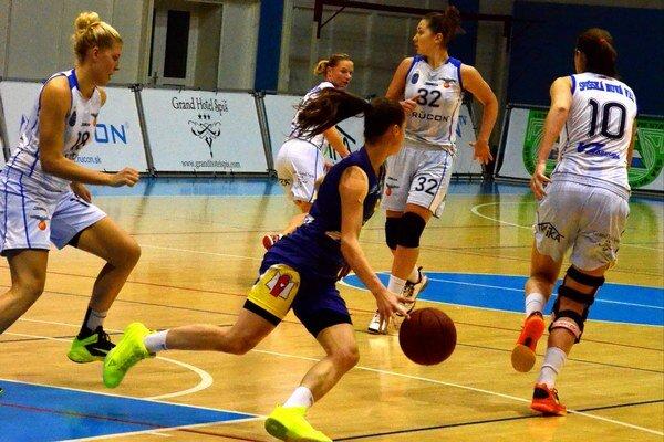 Muži v Komárne, ženy doma so Šamorínom. Cez víkend si budú chcieť basketbalové tímy zo Spiša bodovo prilepšiť.
